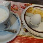 Hoshinokohiten - ウインナーコーヒー(ホット)520円、厚切りトーストとゆで卵のモーニングセット