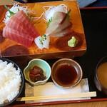 水喜 - 料理写真:お刺身三種盛り定食