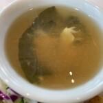 148397112 - 卵とワカメ、豆腐のスープ