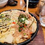 おでん居酒屋 三幸 - とろろの鉄板焼き(ハーフ&ハーフ)