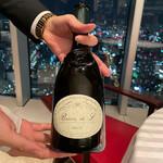 148407964 - 上手い白ワインをグラスで