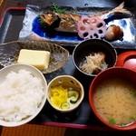 お食事処 慶 - 親父の釣ってきた魚定食( \1,980 ) 刺し身別盛