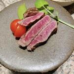 肉や大善 - 岩手短角牛のレアステーキ