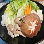 肉や大善 - もりもり野菜!大きなしいたけ!