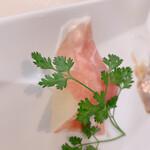 ビストロ ボン・グー・コクブ - ランチコース 2,240円(税込)のオードブル3種盛合せ 生ハムとリンゴ