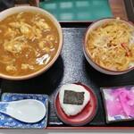 そば処 更科 - カレーそば(750円)+ミニ玉子丼(400円)