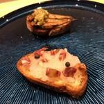 Kitchen g3 - タルティーヌ2種(白エビとサラミ、稚鮎タプナード)