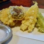奈佳一 - 魚・いか入り野菜の天ぷら760円