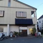 與五郎 - 入口の前が駐車場です