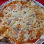 ピッツアデルロッコウ - ツナのピッツァ