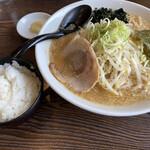 味噌の金子 - 料理写真:赤の味噌ラーメン大盛り
