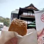 谷本蒲鉾店 - 料理写真:じゃこ天(バックは道後温泉本館)
