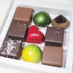 148446265 - Bonbon chocolat 9粒