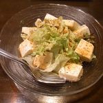 梛 - 豆腐とレタスのピリ辛サラダ