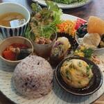 ルシッカ - 料理写真:たっぷり野菜のデリごはん(ライス小もり)