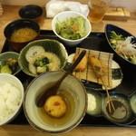 14846360 - ひびきランチ 揚げたてのふわとろのじゃがいもがおいしい。串はハム・こんにゃく・鶏でした。お刺し身は鯛のカルパッチョ風です。