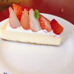 パパジョンズ - フレッシュストロベリーチーズケーキ 600円