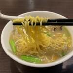 中華料理 香香 - 麺リフトしてみました
