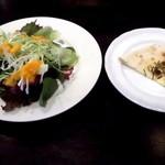 オイノス - サラダとフォカッチャです