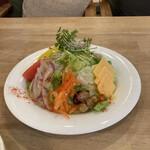 パンケーキママカフェ VoiVoi - セットのサラダはボリュウミィ!!新鮮でドレッシングも美味しいです