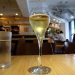 iitoki - スパークリングワイン(500円)
