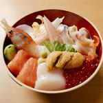 豪華海鮮丼(レギュラーサイズ)