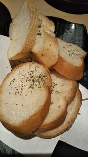 隠れダイニング あし跡 - アヒージョのパン