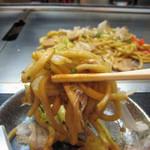 やん! - 太麺と甘口ソースのオーソドックスな味わい
