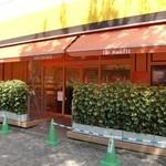 パティスリー イルコンフィ - オレンジ基調の目立つお店