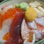 久兵衛寿し - 料理写真:海鮮丼。ネタに厚みがあります。