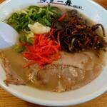 博多一舞 - 高菜、紅生姜、にんにくは自分でトッピング