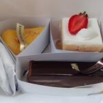 パティシェリア - ヴォワザンとラヴィドゥースのケーキ・税別480円 519円 537円