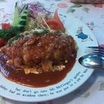 クレパスレストラン - 写真はピラフポロネーズ。 手作りハンバーグが目玉の料理のようで、ハンバーグを注文する人が多かったです♪