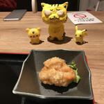博多鶏ソバ 華味鳥 - 唐揚げ1個、付いています