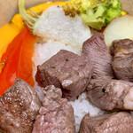 フィガロ - 自家製キーマカレー&サイコロステーキのよくばり丼(\1,000)