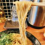 頑固麺 - 濃厚とりとんこつ、麺リフト!