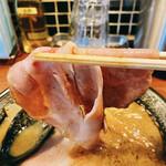 頑固麺 - 濃厚とりとんこつ、レアチャーシューリフト!