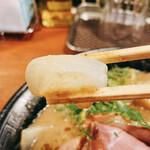 頑固麺 - 濃厚とりとんこつ、玉ねぎリフト!