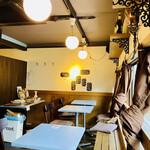 ニコミヤキッチン デリコッペ - 2階のイートインコーナー