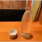 148510839 - お水はこんな感じで配膳されます。