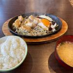 Shumaikaraageseressosakaba - 暫くするとチキンステーキ定食780円の出来上がりです。