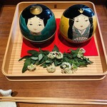148523137 - 桃の節句に相応しいお雛様の器。山口県の伝統工芸品・大内人形。