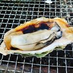 かき小屋 渡波 - 一番大きな実の牡蠣でした