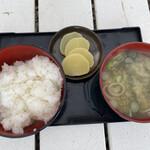 かき小屋 渡波 - ご飯と味噌汁です