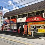 148525046 - 店舗外観(中央の白い看板)