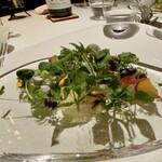 148532581 - アルチザン野菜 この日は44種類の野菜、春野菜もかなり入り、甘み・苦みなど味覚を存分に楽しめます。 柑橘類や果物もあちらこちらに、食べた野菜が何かを想像するのもまた楽しみでもあります。
