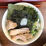 三三七 - 豚野郎ライス(自作)はお店メニューとのコラボだ。ねぎ肉飯に海苔とチャーシューをオン。にんにくが映える(ウソ)