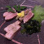 炙り炉端 山尾 - 生本マグロ藁炙り刺