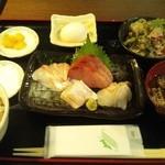 Hinata - 鮮魚の刺身定食980