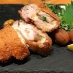 鶏肉と梅肉のミルフィーユ味噌カツ